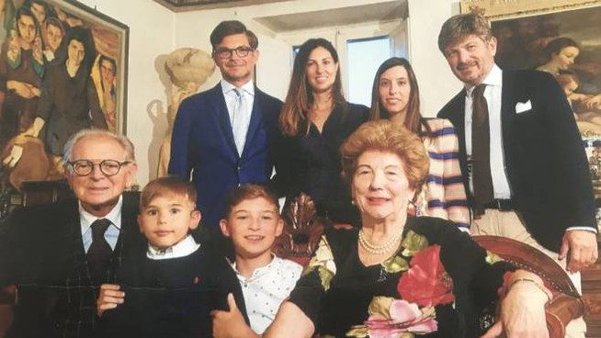 Angelo Valentini, a sinistra, con la sua bella famiglia