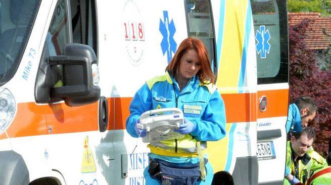 Dopo l'intervento dell'infermiere sul posto anche una squadra  della Misericordia (foto archivio Castellani)