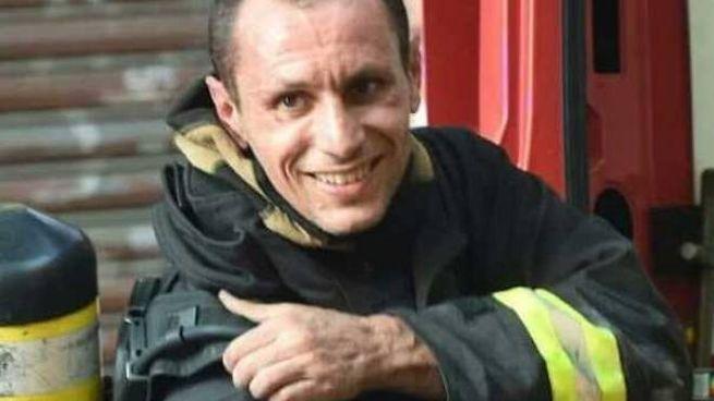 Simone Rotolo, 41 anni, ex pugile ora è un vigile del fuoco: è stato tra i primi ad arrivare a Borgo Panigale
