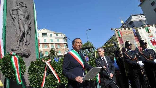 Il sindaco Giuseppe Sala alla commemorazione in piazzale Loreto (foto NewPress)