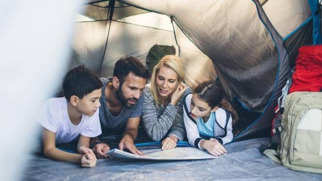 Gli effetti positivi delle vacanze in campeggio con i bambini - Foto: vgajic/iStock