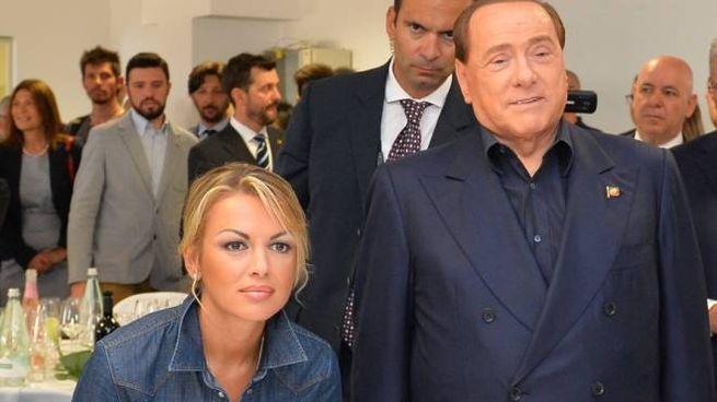 Francesca Pascale e Silvio Berlusconi erano in casa