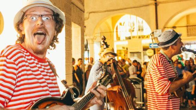 Buskers in piazza la scorsa edizione a Mantova