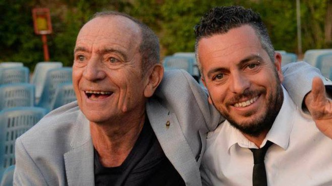 Raoul con il figlio Mirko, che oggi ha ereditato l'orchestra