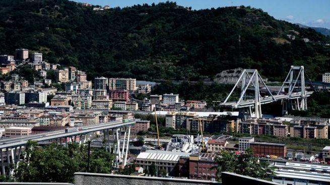 Genova, il ponte Morandi crollato (Lapresse)