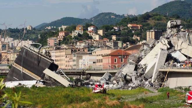 Il ponte Morandi crollato a Genova (foto Pasquali)