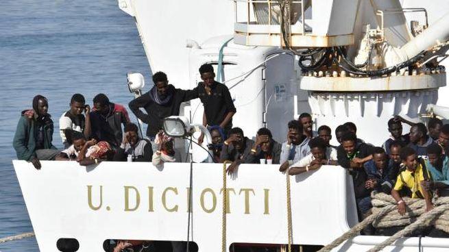 Migranti a bordo della nave Dicotti dopo un salvataggio (Ansa)
