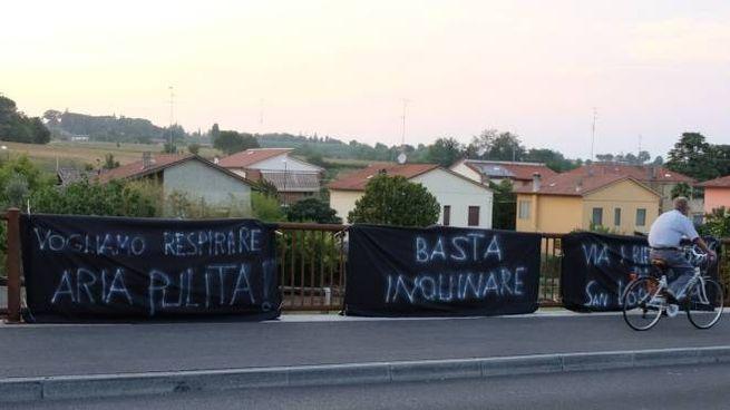 La protesta dei residenti a San Lorenzo in Noceto (Frasca)