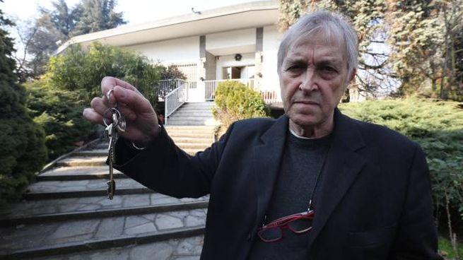 Sergio Bramini davanti alla sua casa