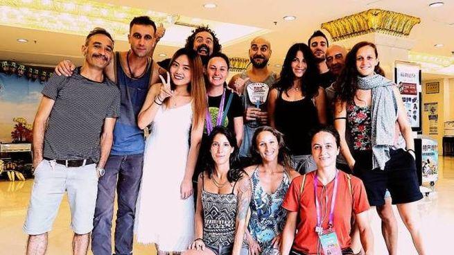 Il team partito dall'Italia è formato da 12 persone tra acrobati, tecnici e produttori