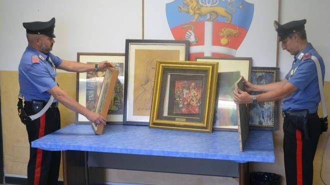 Alcuni dei quadri rinvenuti dai carabinieri in un'abitazione di Calice al Cornoviglio