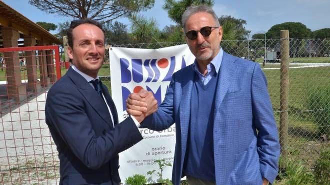 Il sindaco Alessandro del Dotto e il promoter Mimmo D'Alessandro all'apertura dell'area di Lido