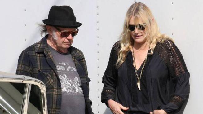 Daryl Hannah e Neil Young – Foto: LaPresse