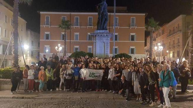 """""""Salute in cammino Ascoli"""", foto di gruppo in piazza Roma"""