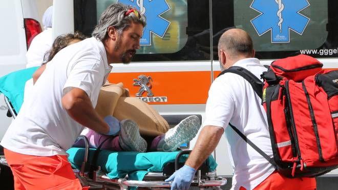 Il lavoratore trasferito al pronto soccorso con un'ambulanza interna alla base navale