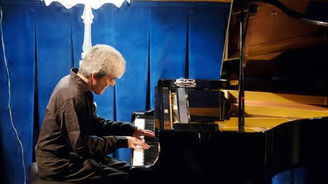 Il pianista Claudio Cozzani