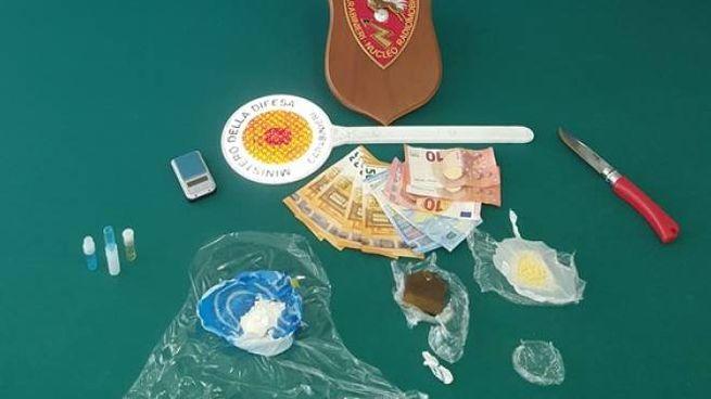 I carabinieri e la droga sequestrata