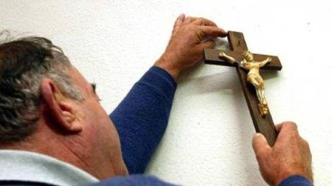 Il posizionamento di un crocefisso in un edificio scolastico