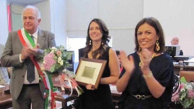 Il sindaco Maurizio Gambini, Marica Branchesi ed Elisabetta Foschi