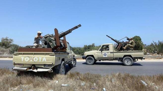 Forze si sicurezza libiche in pattuglia (Lapresse)