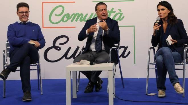 Da sinistra Nicola Danti, il direttore de La Nazione Francesco Carrassi e Simona Bonafè