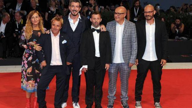 """Paolo Ruffini con gli attori e Lamberto Giannini, regista e anima del """"Mayor von Frinzius"""""""
