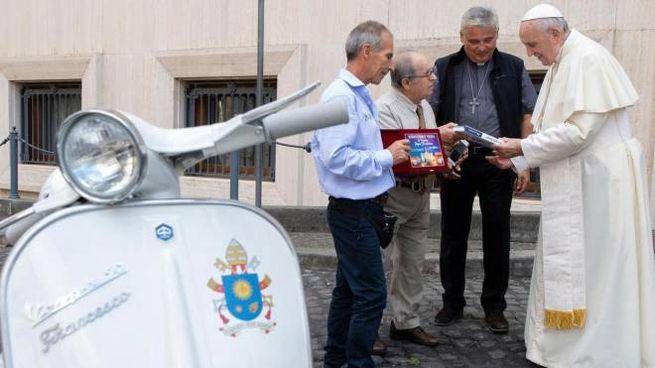La Vespa donata al Papa