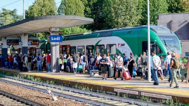 Uomo travolto dal treno in stazione, circolazione ferroviaria in tilt