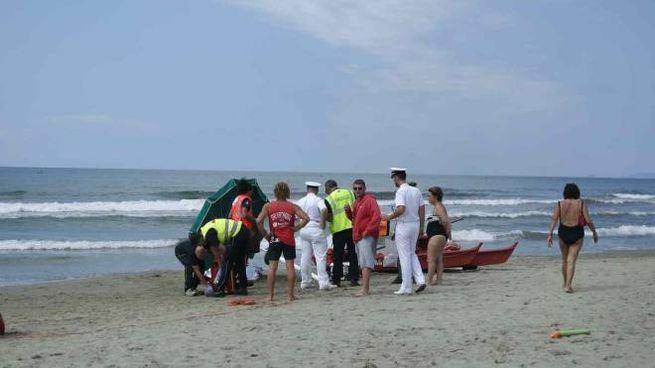 Donna di 59 anni muore in mare (foto Umicini)