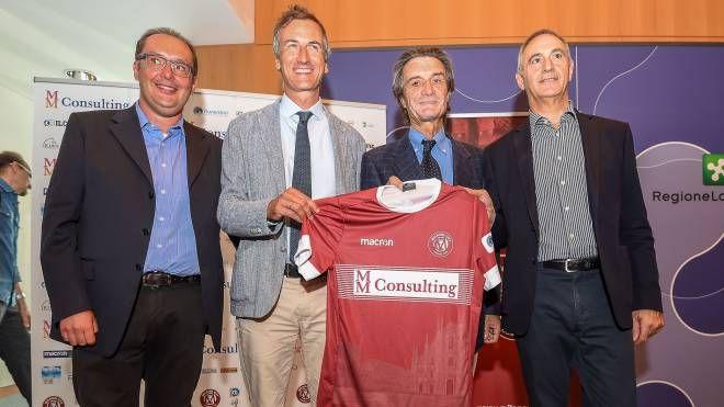 Il presidente di Regione Lombardia Fontana e la nuova maglia del Milano City BG
