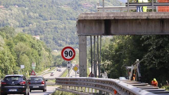 Il ponte crollato sulla superstrada