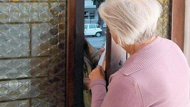 L'uomo, distinto, conosceva le abitudini dell'anziana (foto di repertorio)