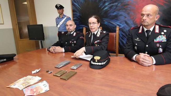 La conferenza stampa di stamane dei carabinieri della compagnia di Pesaro per spiegare l'arresto dello spacciatore