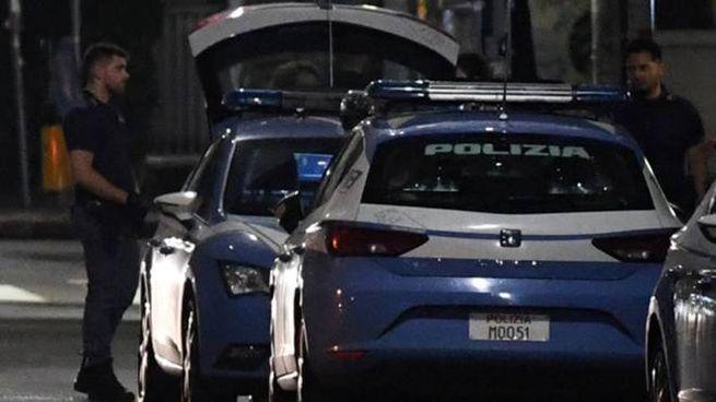 Alcune pattuglie della Polizia nel corso di un intervento di controllo del territorio notturno