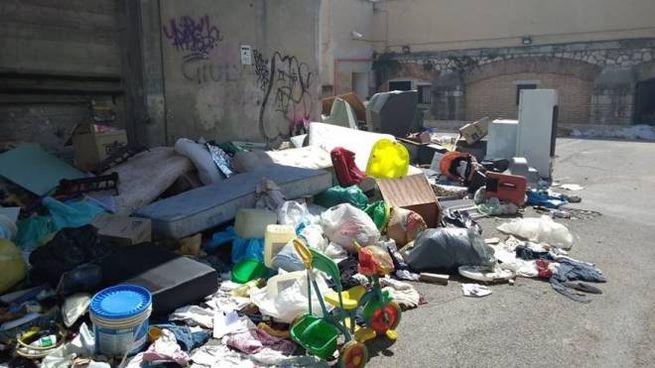 A TUTTO CAMPO Foto emblematica delle discariche