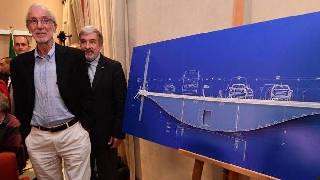 L'archistar Renzo Piano col progetto del ponte e con il  sindaco di Genova Bucci (Ansa)