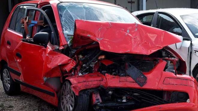 Incidente in via Bologna, l'auto dopo lo schianto (Bp)