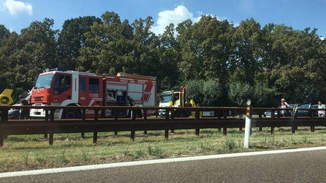 Sul posto sono intervenuti pompieri e pattuglie della stradale di Modena Nord