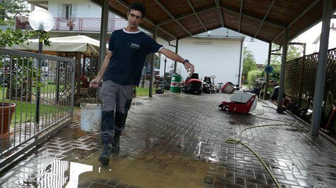 A Errano ieri mattina tutti si sono dati da fare per pulire case e strade dal fango