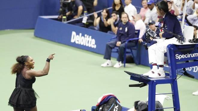 Serena Williams attacca il giudice di sedia Carlos Ramos (Ansa)