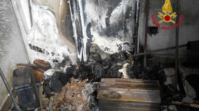 L'appartamento distrutto dalle fiamme in corso Garibaldi