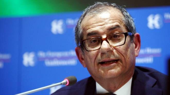 Il ministro dell'Economia, Giovanni Tria (LaPresse)