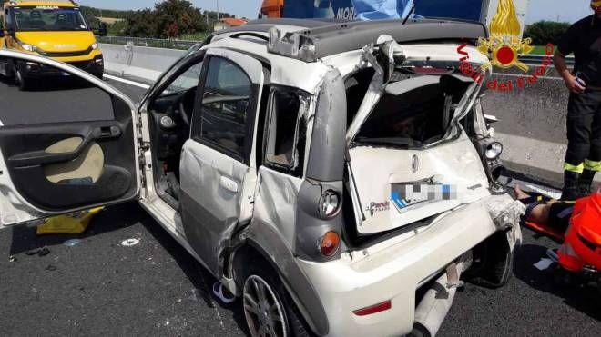 L'auto coinvolta nell'incidente in A14 a Porto Recanati