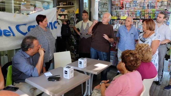 I nostri giornalisti incontrano i cittadini (foto Frasca)