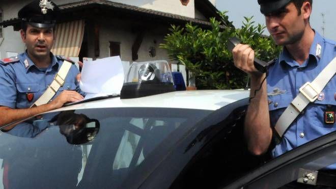 I carabinieri sono subito intervenuti e hanno sentito l'aggressore che aveva lui stesso chiamato i soccorsi