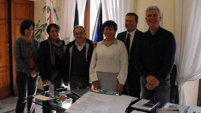 I patron Conad Giovanna Pazzini e Silvano Ferrini con il sindaco Vanni per Cintolese Nova