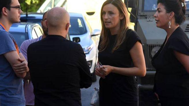 Lucia Borgonzoni e Francesca Scarano (Lega) all'hub di via Mattei