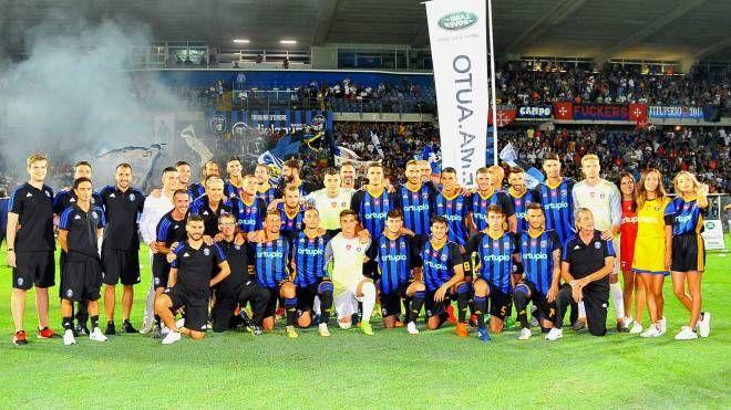 Il Pisa sporting club al completo (foto dalla pagina web della società)