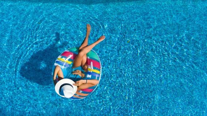 Swimply ti permette di affittare una piscina privata - Foto: JaySi/iStock