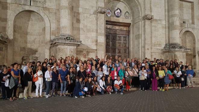 """Salute in cammino Ascoli"", i partecipanti in piazza Arringo"